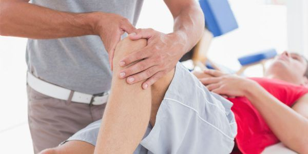 therapy being provided to patient who suffered an acl tear in the left knee